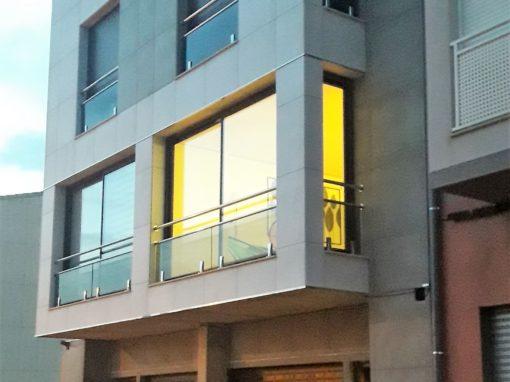 Dos viviendas de diseño pareadas: simetría bilateral